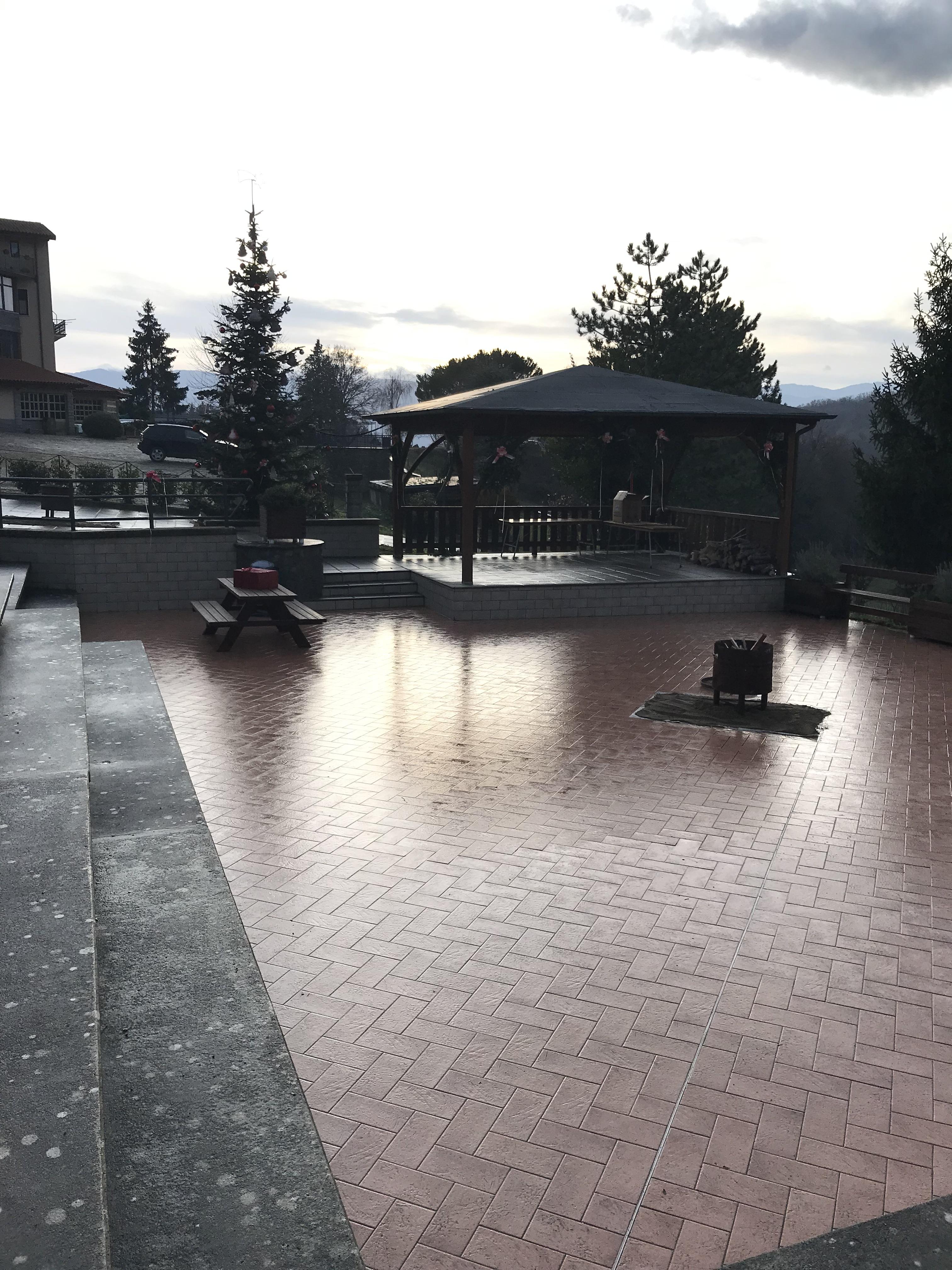Piazza addobbata a Natale 1