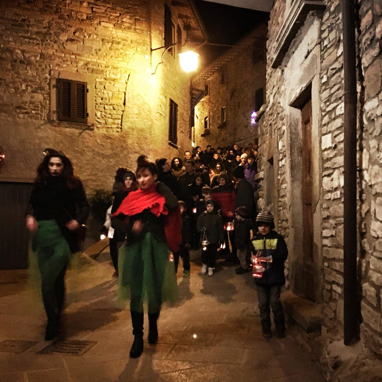 Camminata delle lanterne nel borgo storico 3