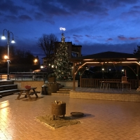 Piazza addobbata a Natale 5