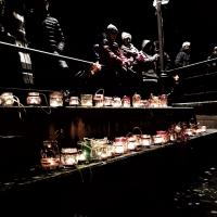 La luce delle lanterne illumina la Notte Santa