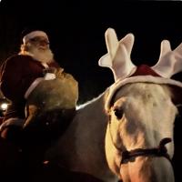 Babbo Natale con i doni per i bambini