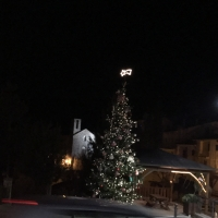 Lierna avvolta da luminarie natalizie 1